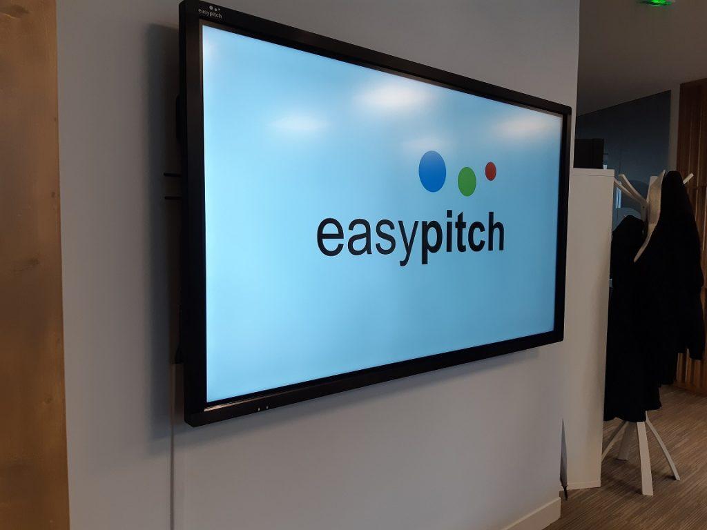 ecran interactif easypitch utilise par startup arengi