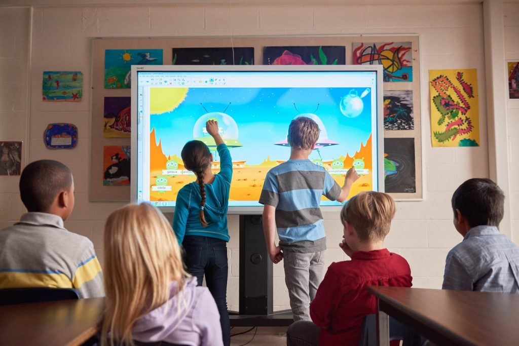 ecran tactile en salle de classe