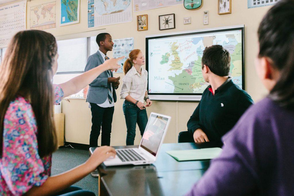 enseignement de geographie sur ecran interactif